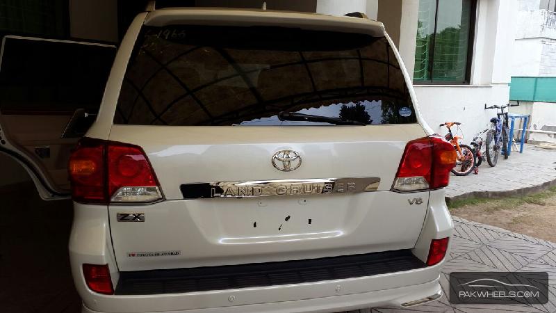 Toyota Land Cruiser 2013 Image-2