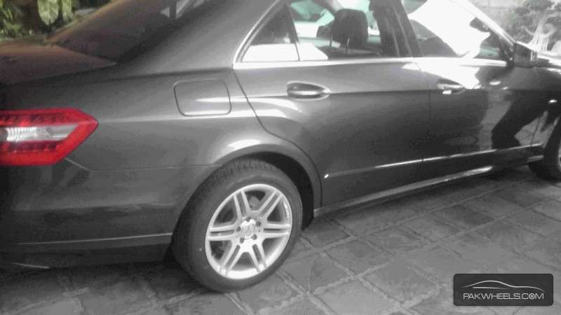 Used mercedes benz e class e 200 2010 car for sale in for Mercedes benz used rims for sale