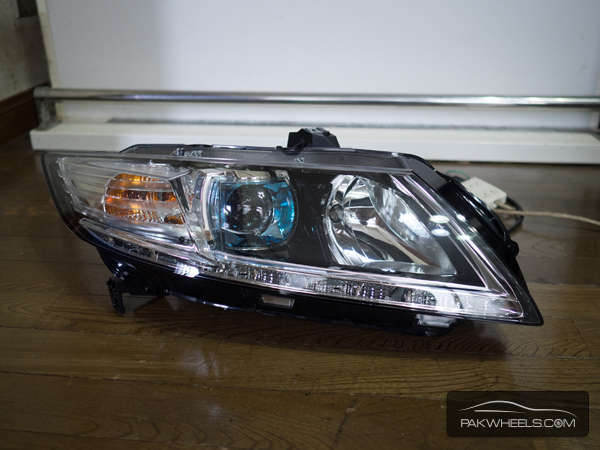 honda crz right head light For Sale Image-1