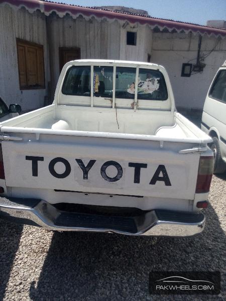 Toyota Hilux 1999 Image-4