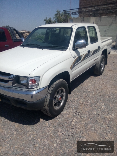 Toyota Hilux 2006 Image-2