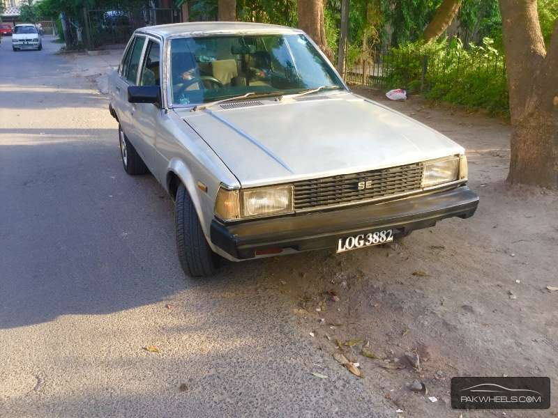 Toyota Corolla SE Saloon 1982 For Sale In Lahore