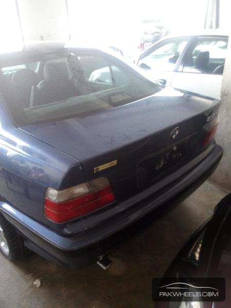 BMW 3 Series 318i 1997 Image-4