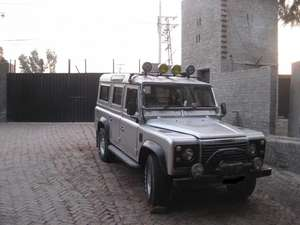 Slide_land-rover-defender-110-1970-7810234