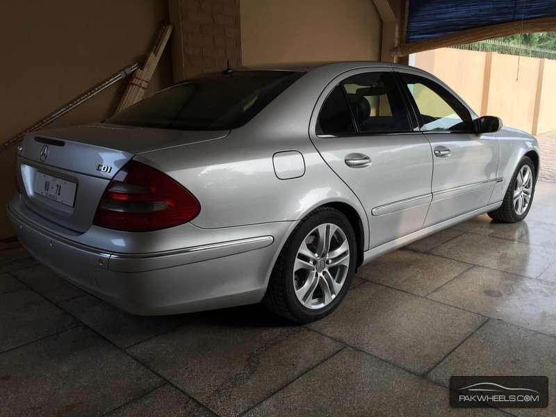 Mercedes Benz E Class E320 2005 Image-4