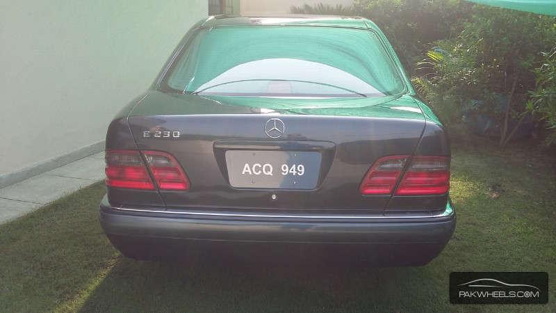Mercedes Benz E Class E230 1997 Image-3