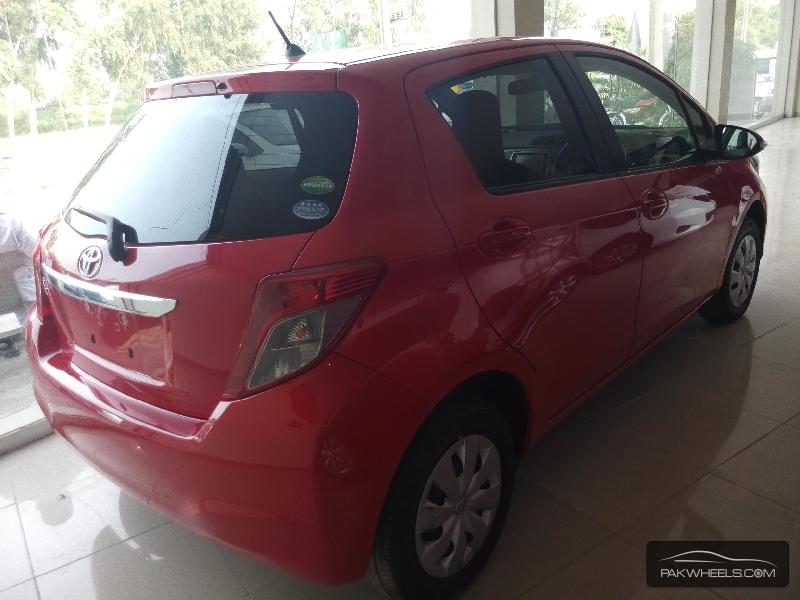 Toyota Vitz 2013 Image-4