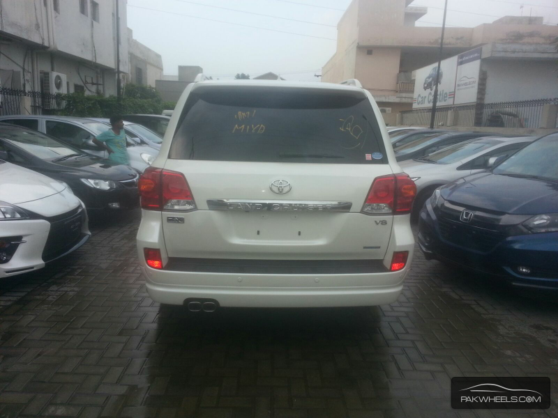 Toyota Land Cruiser 2013 Image-3