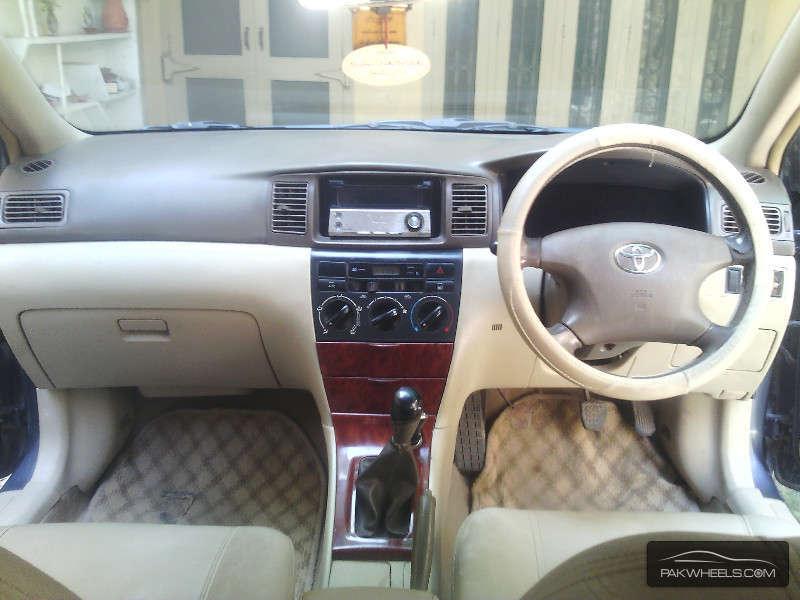 Toyota Corolla SE Saloon 2004 Image-5