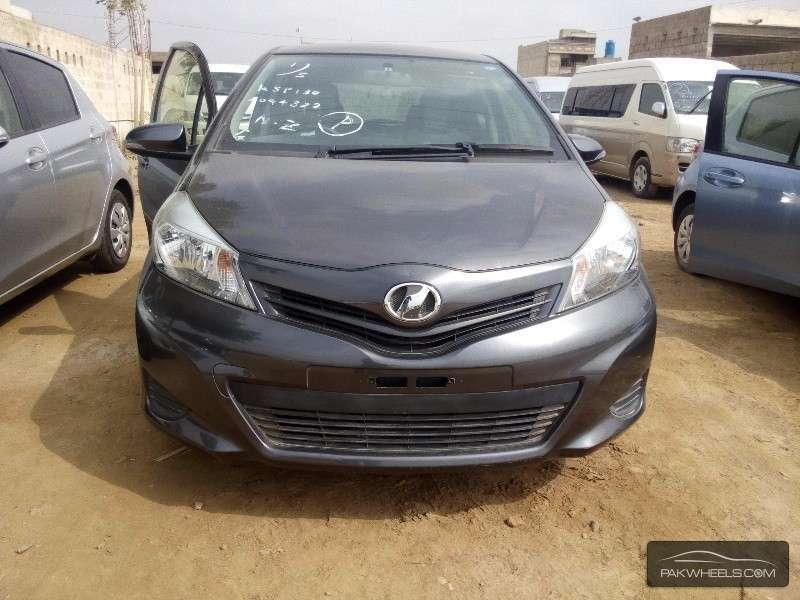 Toyota Vitz 2012 Image-1