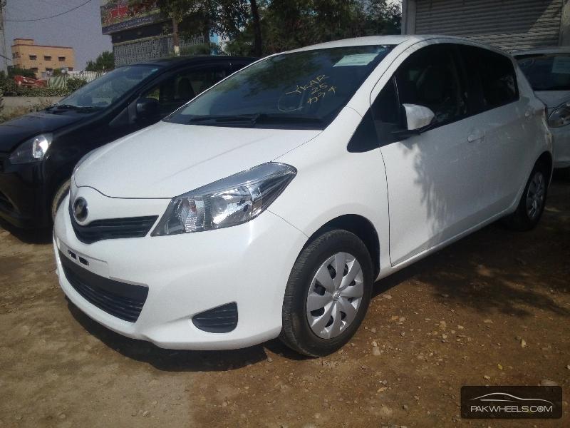 Toyota Vitz 2012 Image-3