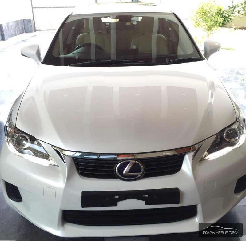 Lexus CT200h Version L 2011 Image-2