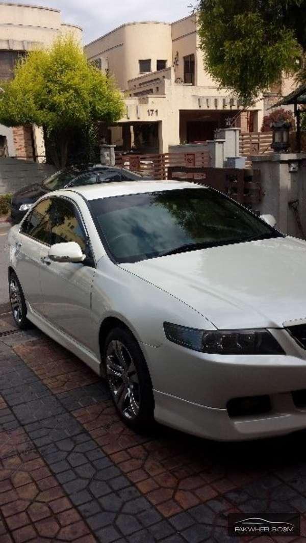 Honda Accord CL9 2002 Image-2