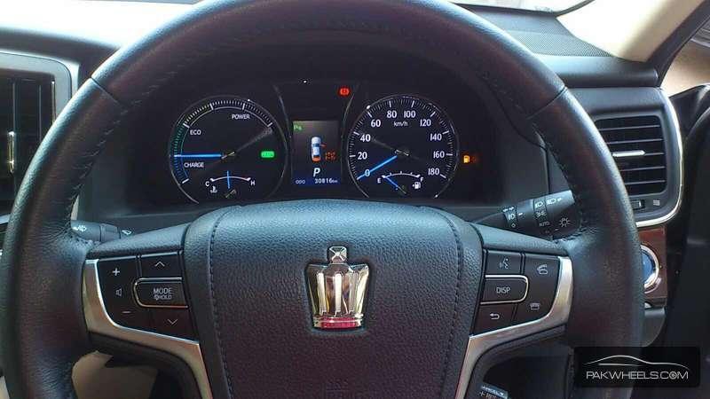 Toyota Crown Royal Saloon 2013 Image-6