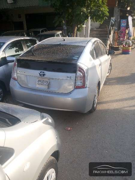 Toyota Prius 2013 Image-3