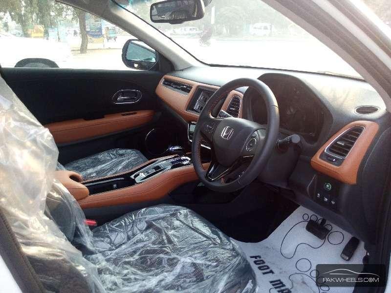 Honda Vezel Hybrid Z 2015 Image-7