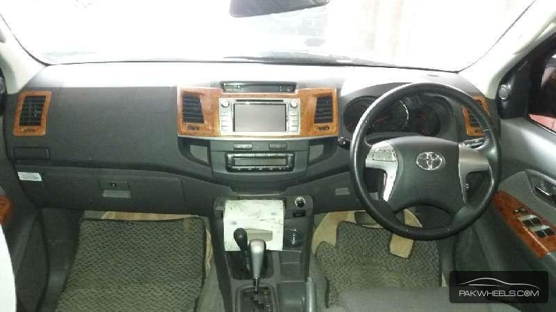 Toyota Hilux Vigo V 2011 Image-4