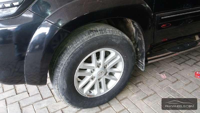Toyota Hilux Vigo V 2011 Image-8