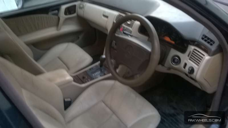Mercedes Benz E Class E300 1997 Image-4