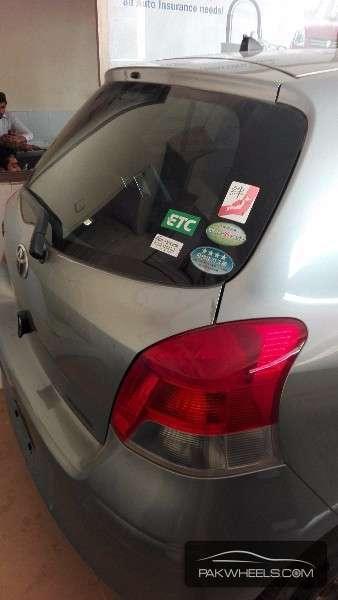 Toyota Vitz F 1.0 2010 Image-7