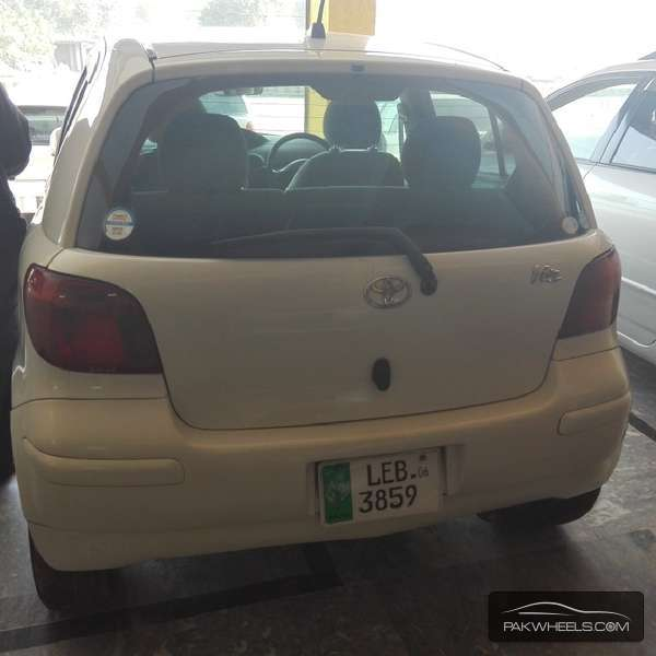 Toyota Vitz 2004 Image-2