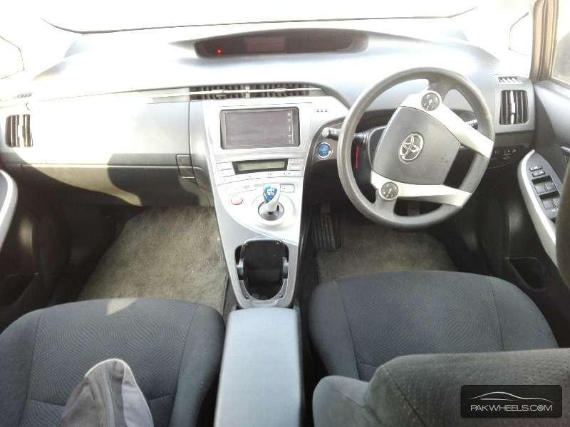 Toyota Prius L 1.8 2012 Image-6