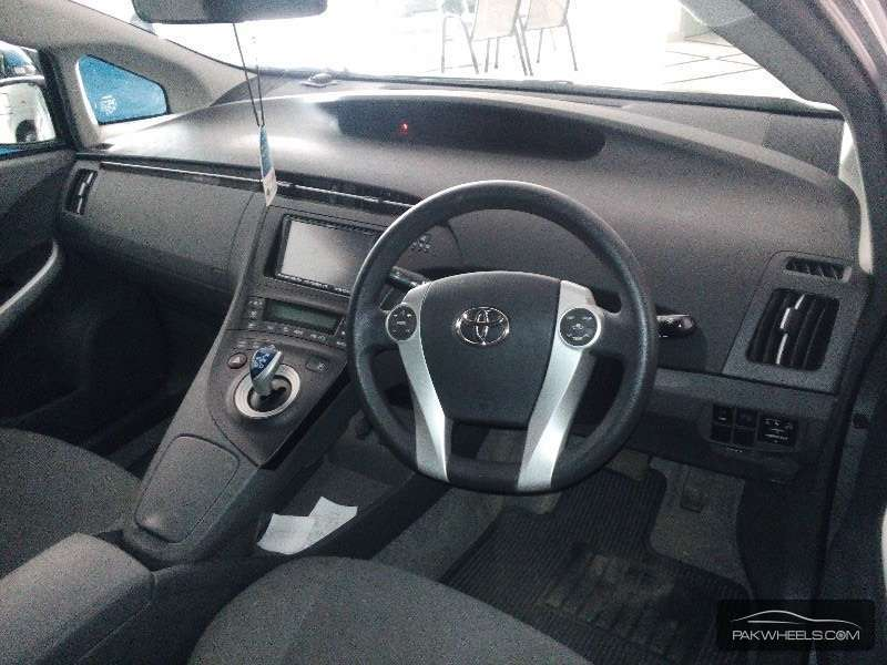 Toyota Prius 2011 Image-6