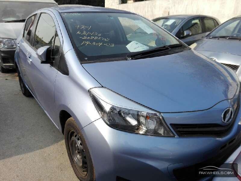Toyota Vitz FL 1.0 2013 Image-1