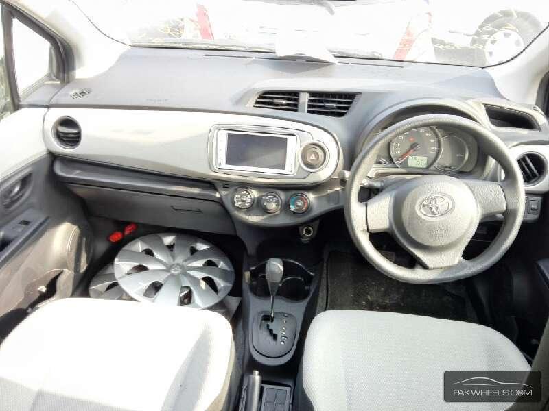 Toyota Vitz FL 1.0 2013 Image-7