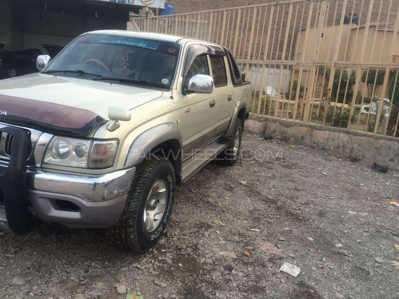 Toyota Hilux Double Cab 2003 Image-2