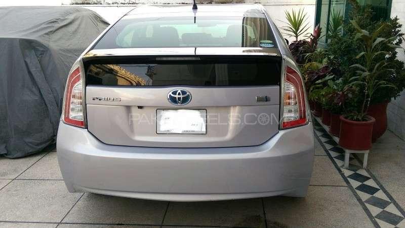 Toyota Prius L 1.8 2012 Image-16
