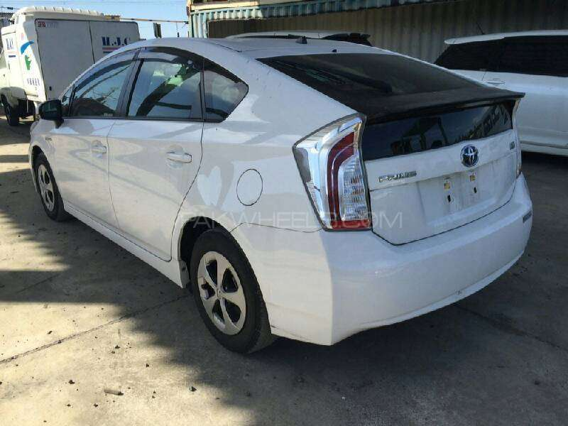 Toyota Prius S 1.8 2012 Image-8