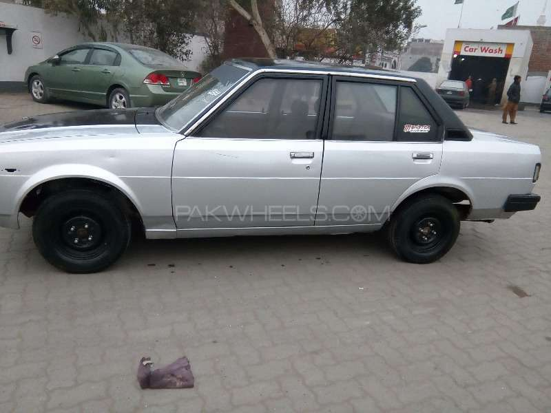 Toyota Corolla GL Saloon 1982 For Sale In Lahore