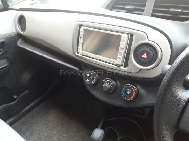 Toyota Vitz 2012 Image-7