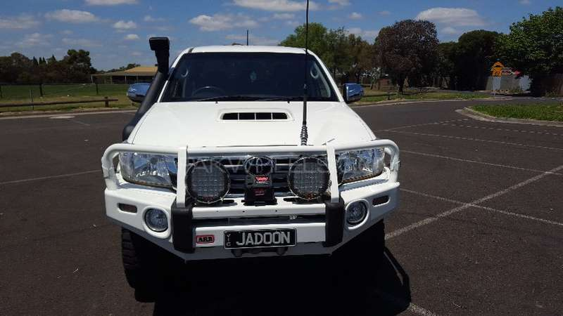Toyota Hilux 4x4 Double Cab Standard 2013 Image-2