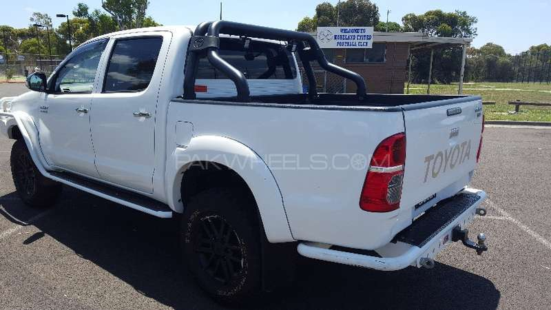 Toyota Hilux 4x4 Double Cab Standard 2013 Image-4