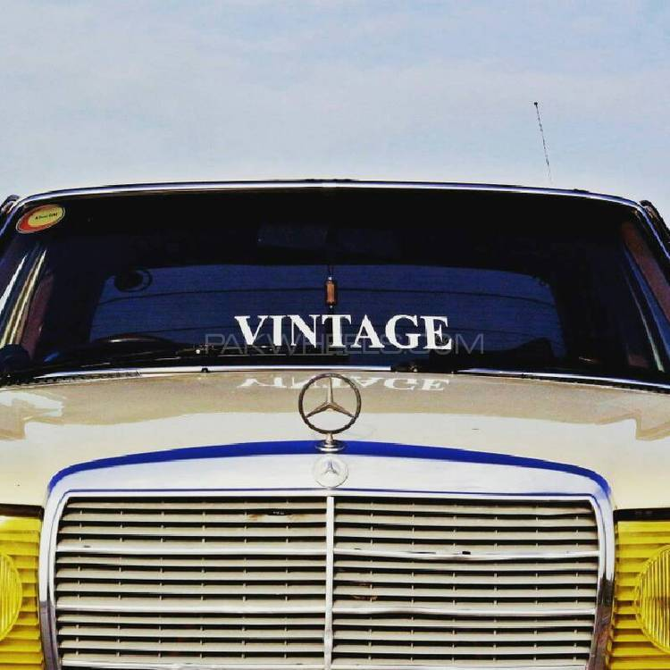 Mercedes Benz 250 D - 1980 Vintage  Image-1