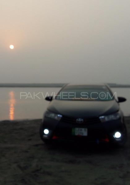 Toyota Corolla - 2015 Black Image-1
