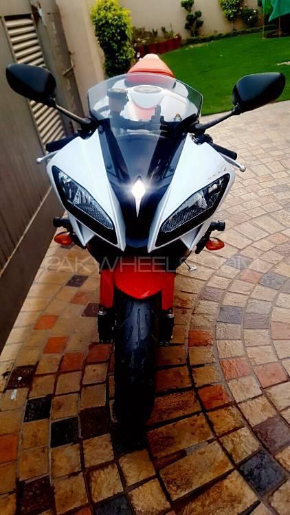 Yamaha YZF-R6 - 2010  Image-1
