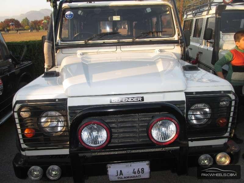 Land Rover Defender - 2006  Image-1