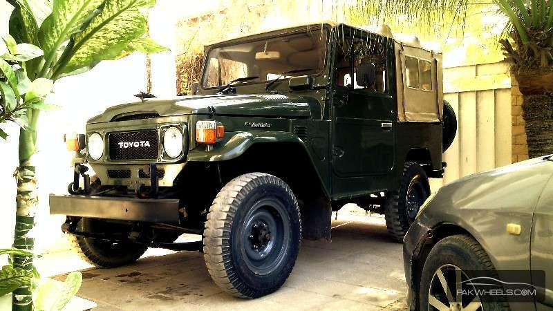 Toyota Land Cruiser - 1983 FJ40 - The Beast Image-1