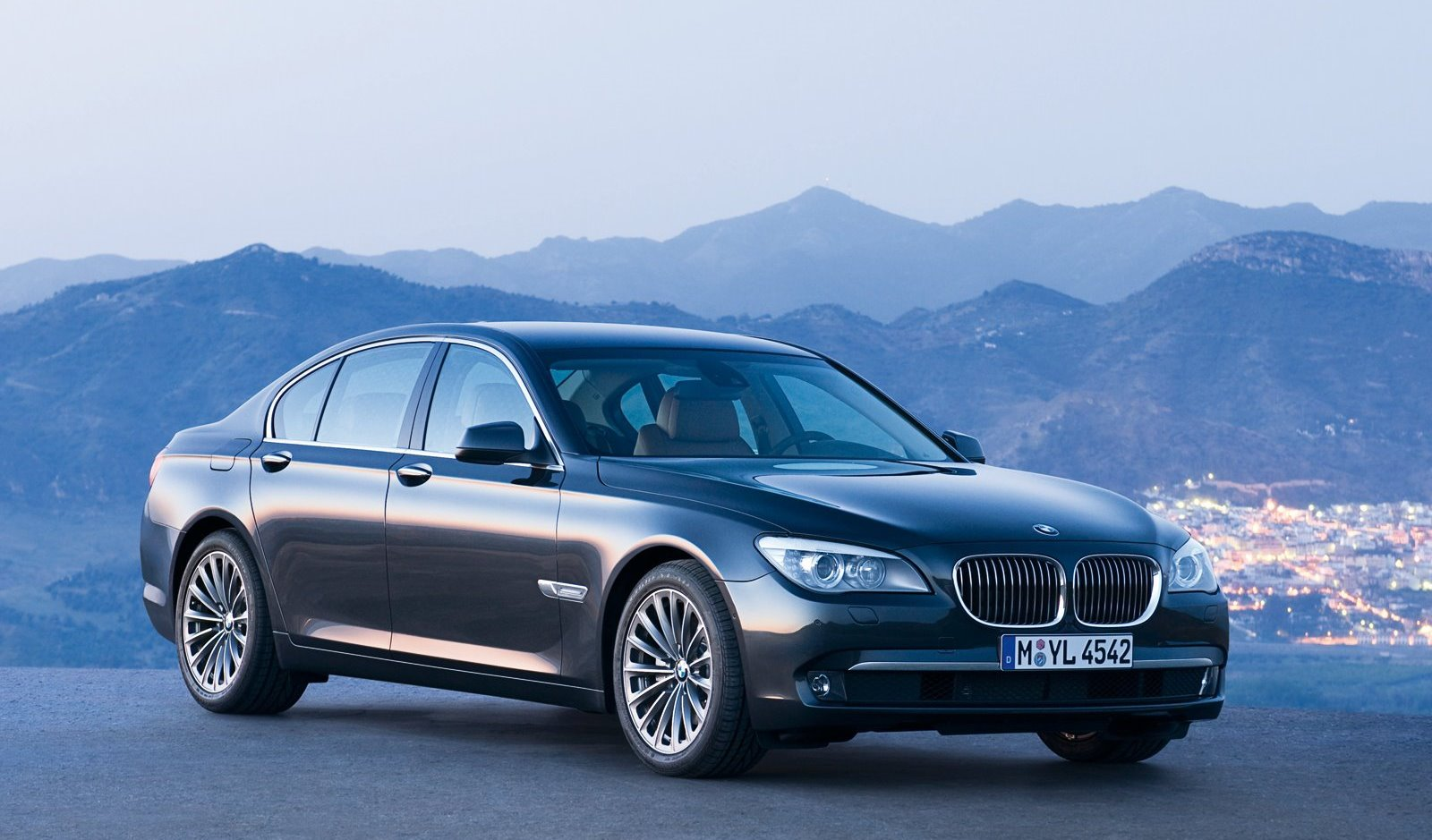 BMW 7 Series 2015 Exterior Front Side View