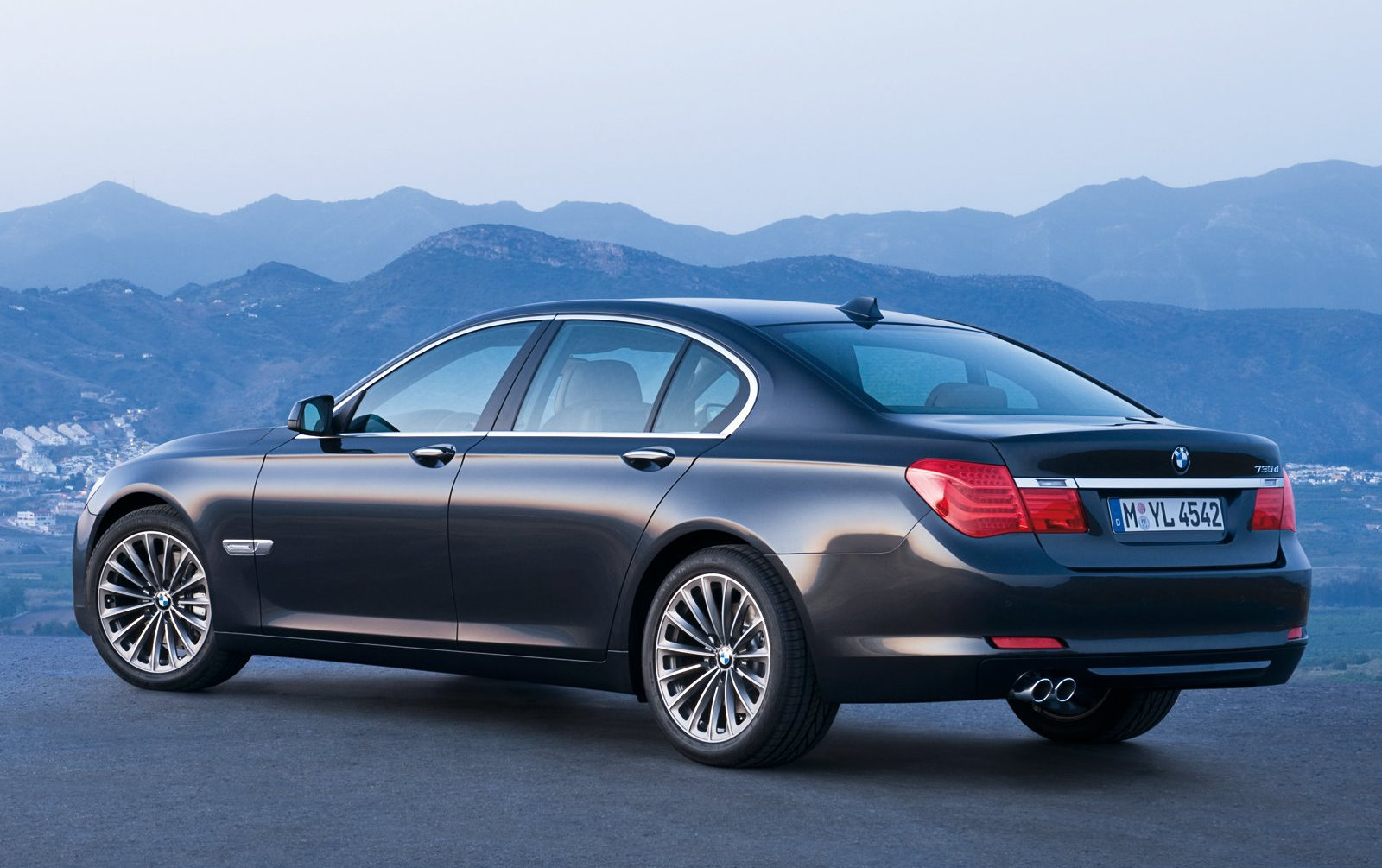 BMW 7 Series 2015 Exterior Rear Side View