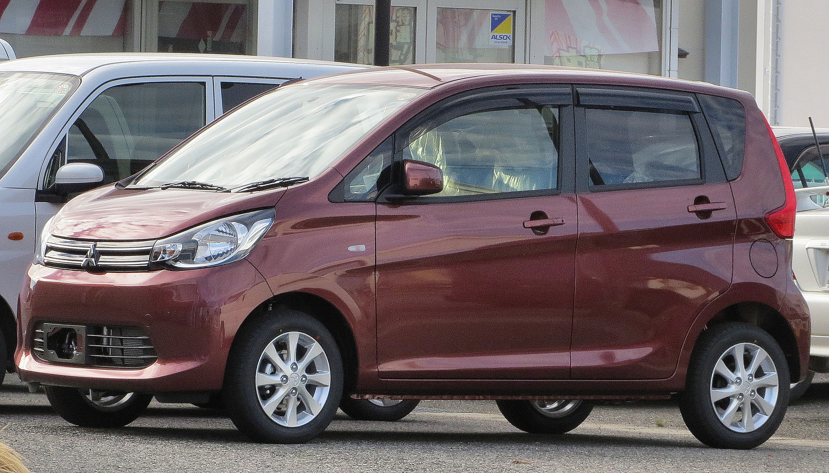Mitsubishi Ek Wagon  Exterior Side View