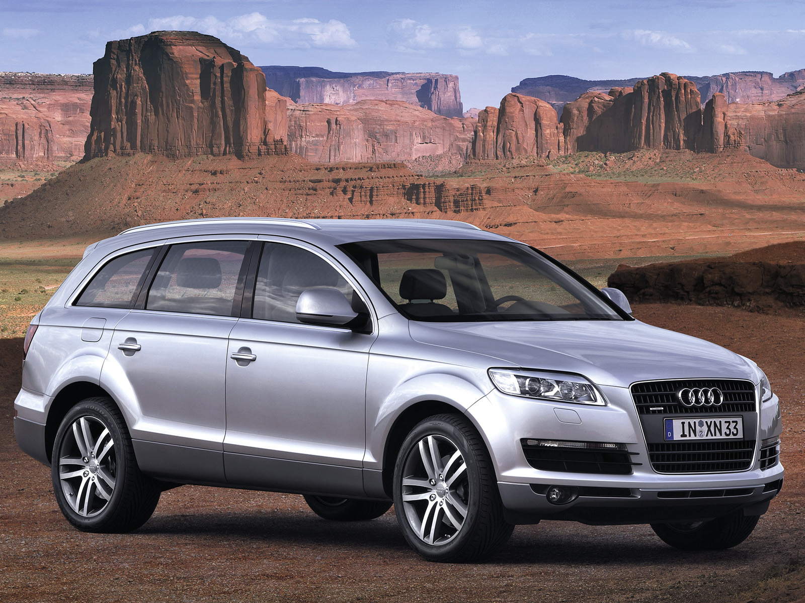 Audi Q7 2015 Exterior Front Side View