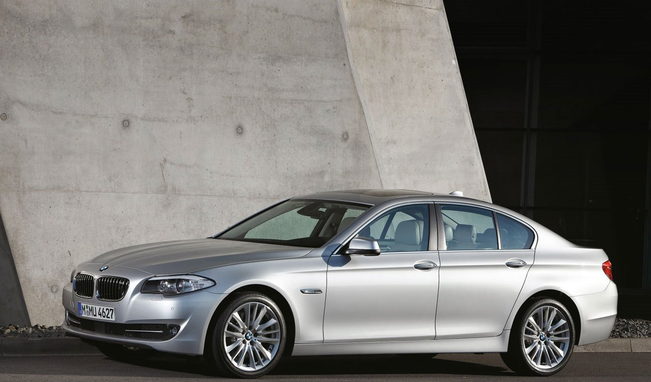 BMW 5 Series 2017 Exterior Side View