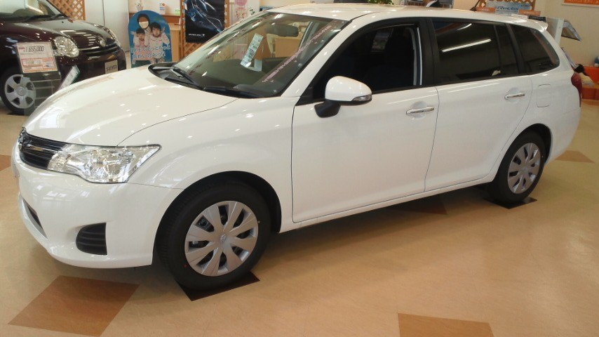 Toyota Corolla Fielder  Exterior Side View